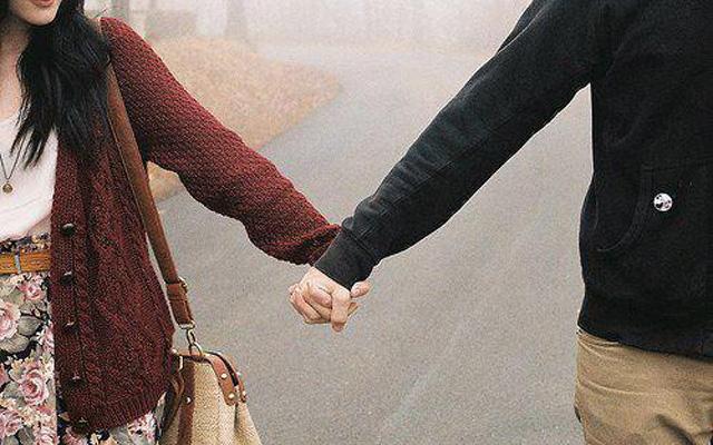 Nếu tình yêu có thể đơn giản như thế : Những gì còn lại ngọt ngào trong trái tim người con gái, thường là lúc bạn trai nắm tay thật...