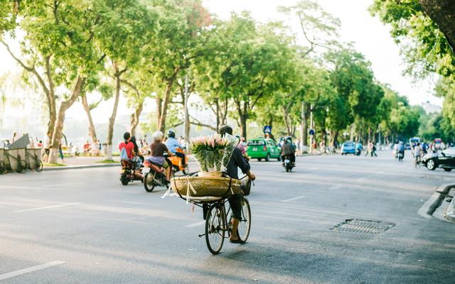 Vàng ươm nắng Hà Nội vào thu : Mùa thu là mùa của đất trời giao hòa, của nhiều món đặc sản khiến người đi xa nhớ mãi về thủ đô.