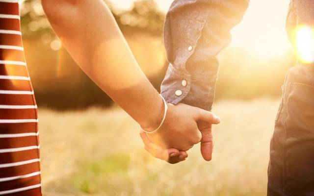 Yêu thực tế có hạnh phúc dài lâu? : Tình yêu thực tế là một màu nào đó, nhưng chắc chắn không phải màu hồng. Sẽ có nước mắt rơi, sẽ...
