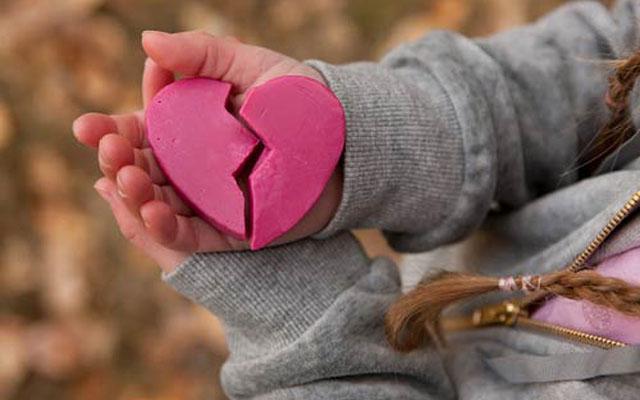 Ừ thì mình chia tay : Chúng ta chia tay thôi, để không còn trói chặt nhau trong một mối quan hệ một bên không tự...