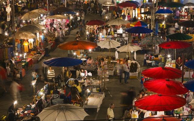 Lạc lối ở chợ đêm Chiang Mai : Nếu định đến Chiang Mai, Thái Lan, tốt nhất bạn nên đem theo vali rộng, vì những khu chợ đêm ở...