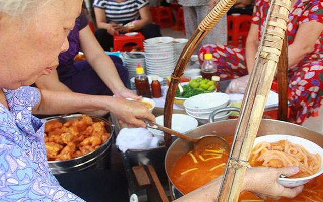 Những quán ăn lạ tại Sài Gòn : Để đảm bảo chất lượng và không gian, một số quán bún vịt, bánh canh, cơm trưa chỉ bán trong...